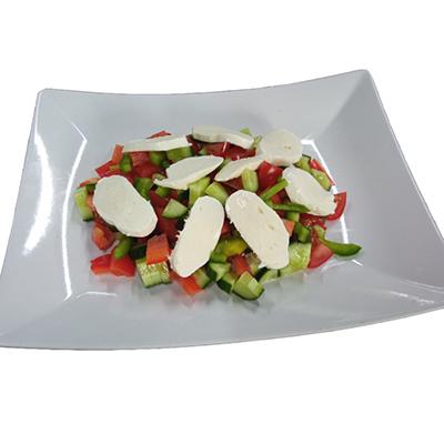 Zeleninový salát s mozarelou